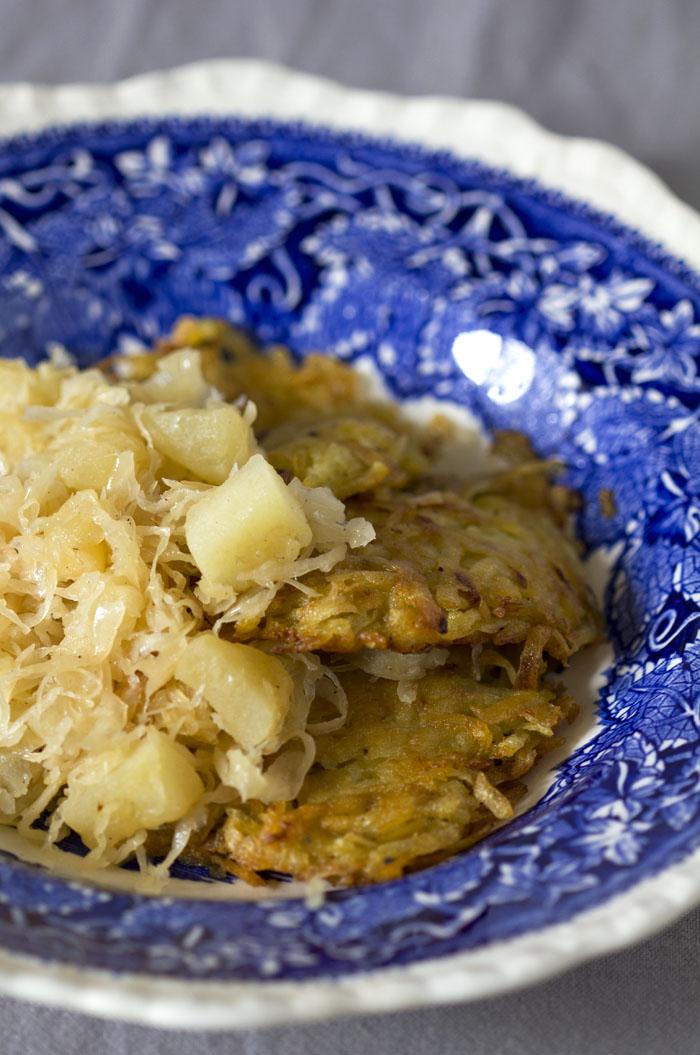 Genuss sucht Rezept_Kartoffelpuffer_mit_Sauerkraut_und_Äpfeln_8868