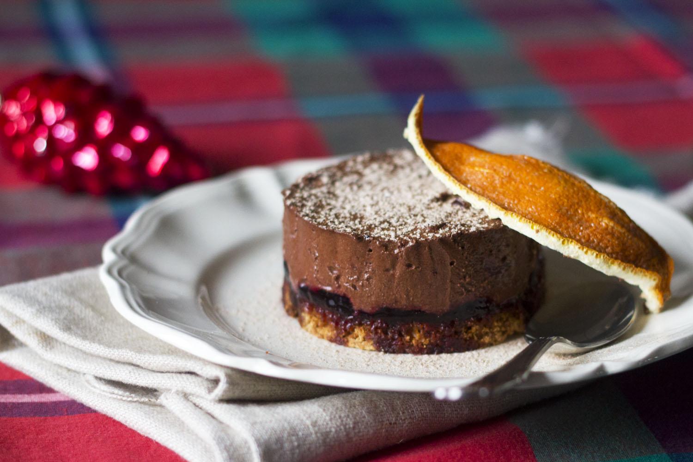 GenussSucht_6-genussdezember-nikolausmenue-schokoladen-cassis-tuermchen-dessert_1991